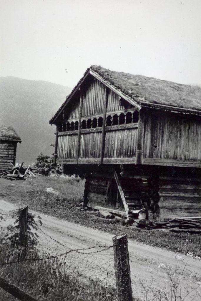 Loftshus på Haugen i Bygland fotografert i 1965.