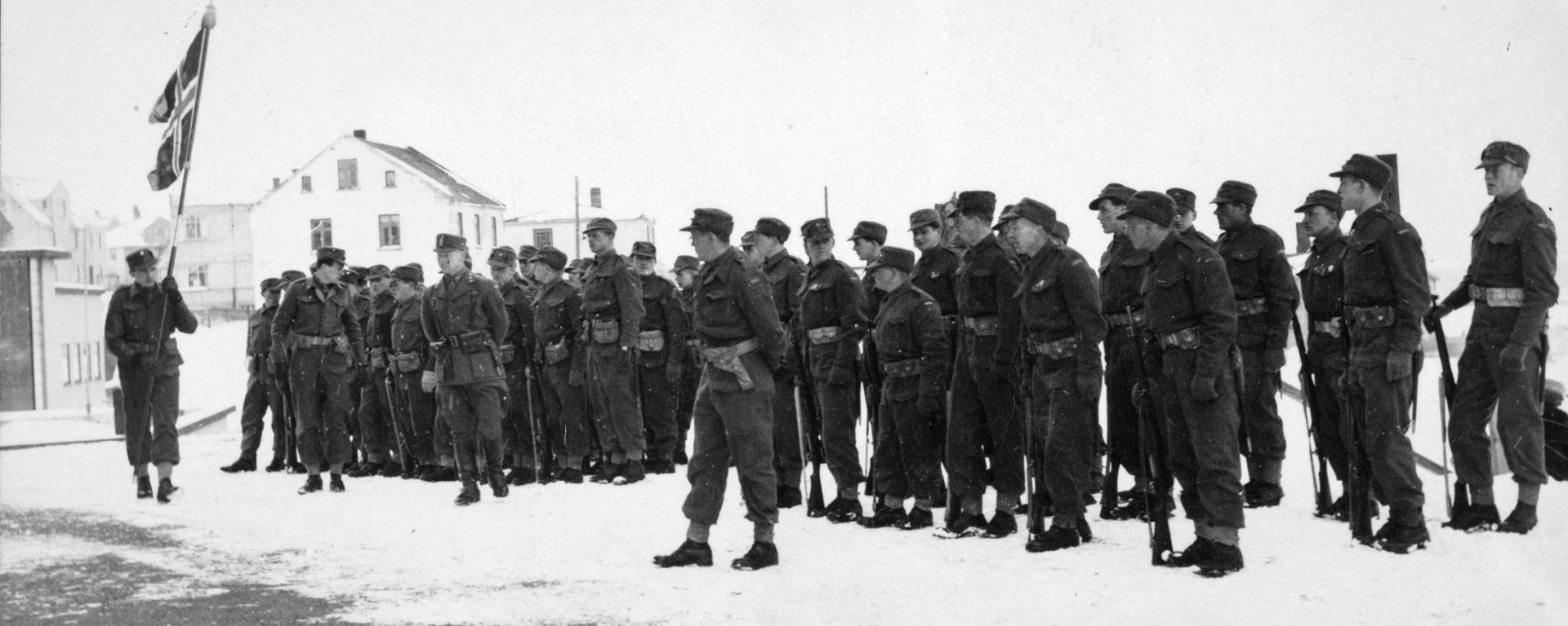 Det norske kompani feirer 17. mai på Island i 1942