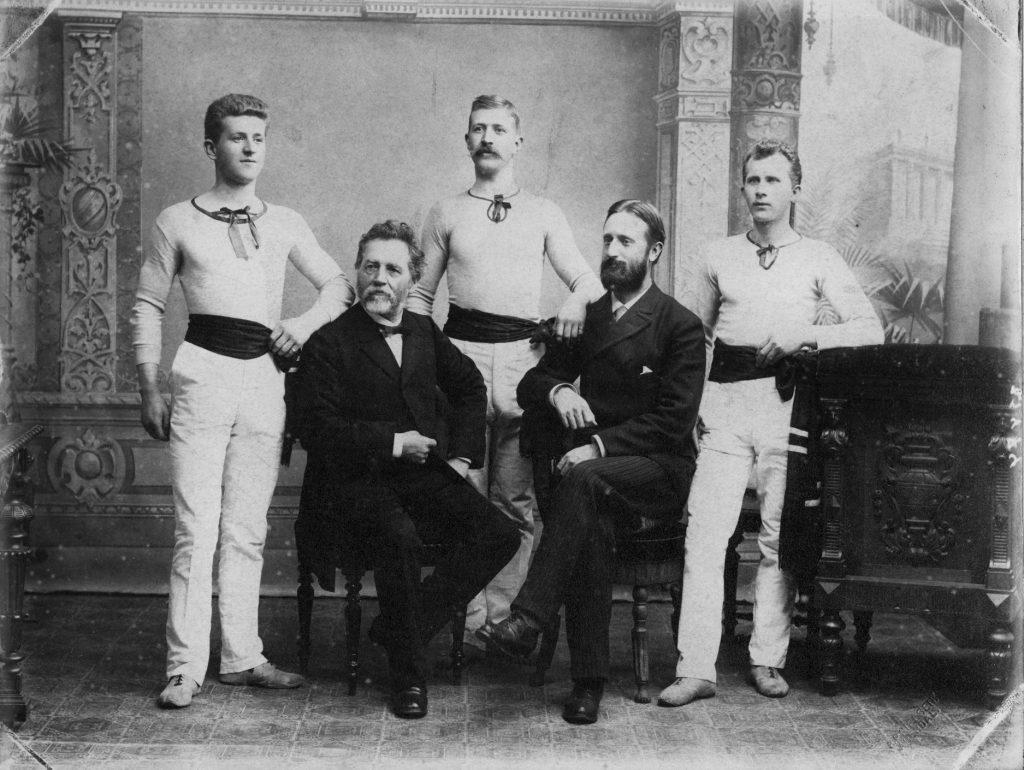 Joseph Stockinger med en gruppe turnere rundt 1900