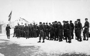 Norske frivillige feirer 17. mai på Island i 1942