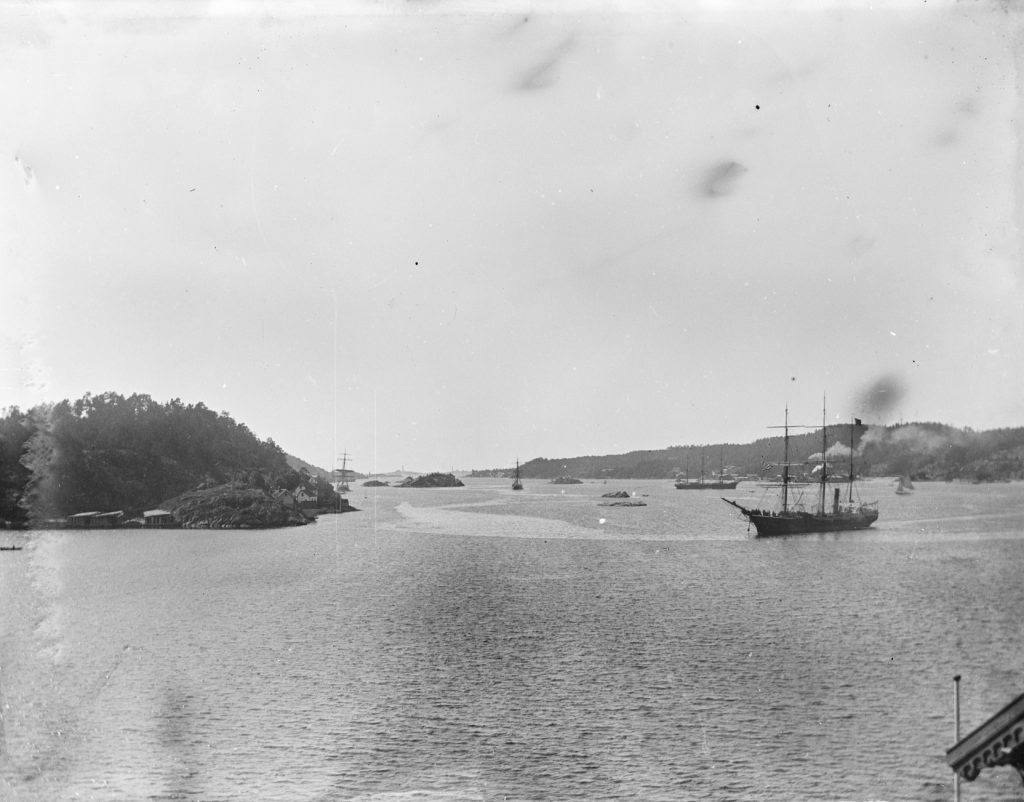 Utsikt fra Solhaug i Barbu mot Galtesund i 1900