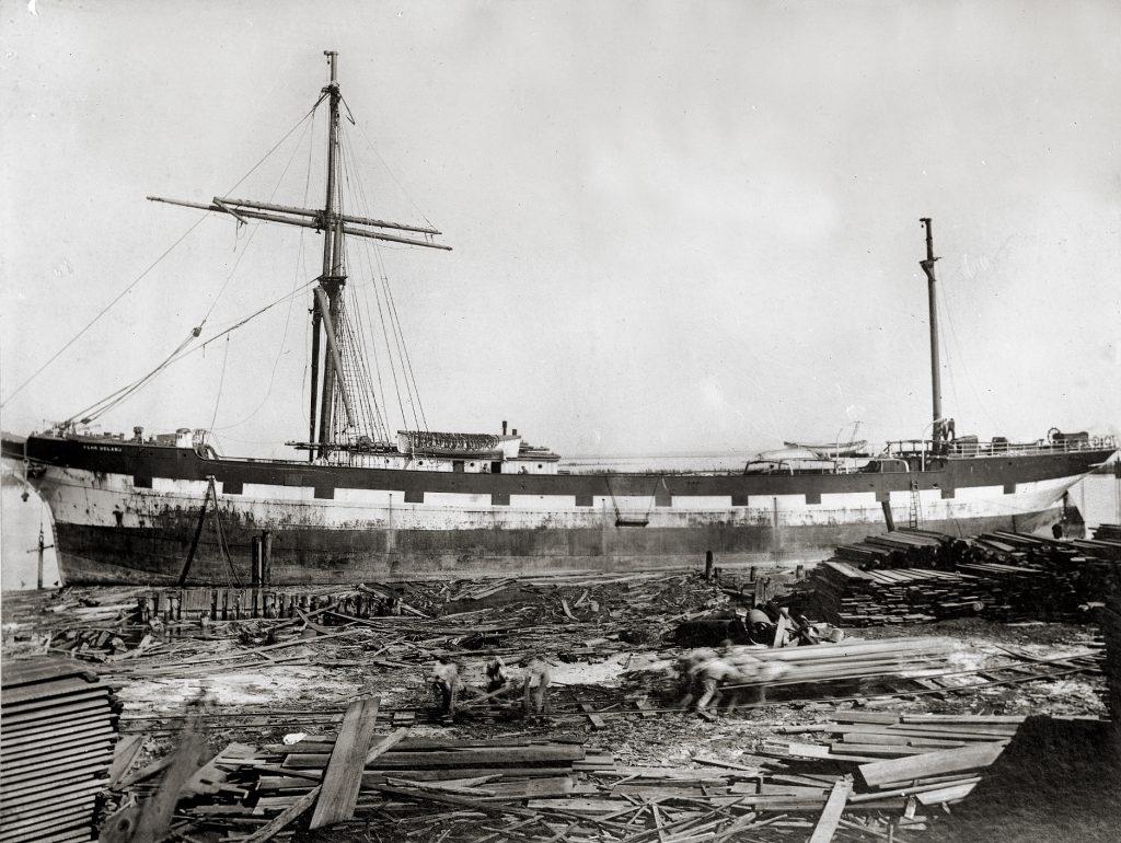"""Stålbarken """"Pehr Ugland"""" under reparasjon i Mobile 1906"""