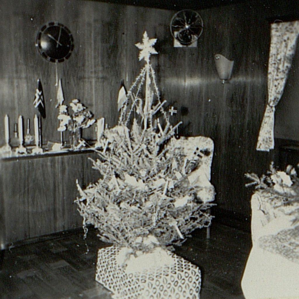 Juletreet i salongen om bord i M/T Vardaas julaften1952