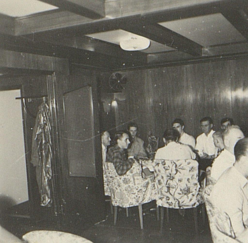 Kaffebordet i salongen på M/T Vardaas julaften 1952