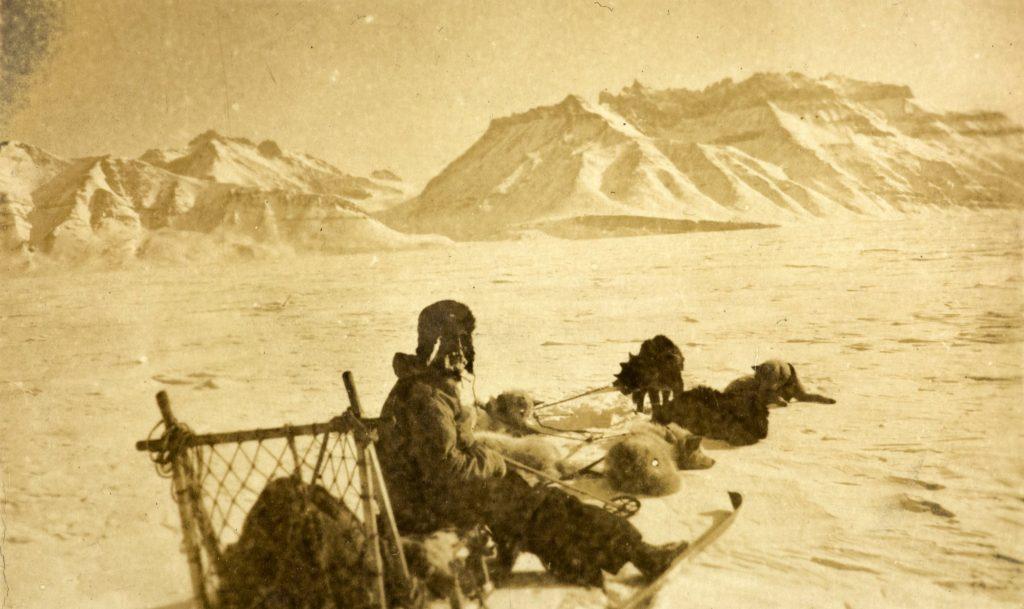 Ole Andreas Bachke med hundspann på Øst-Grønland