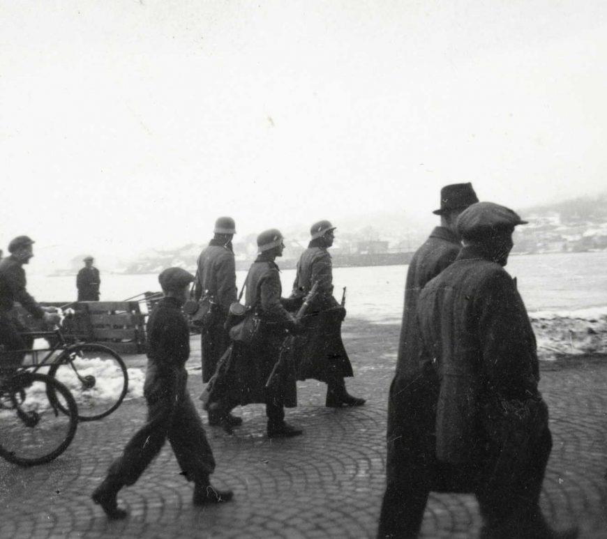 Tyske tropper på Langbrygga 9. april 1940. Foto: Leif Michaelsen
