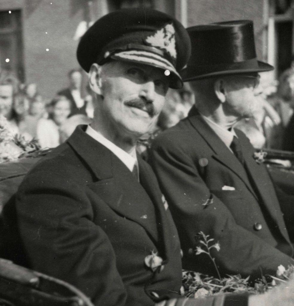 Den kongelige kortesje i Arendal 30.08.1945