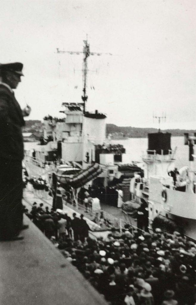 Jageren Stord ved Hotellbrygga i Arendal 30.08.1945