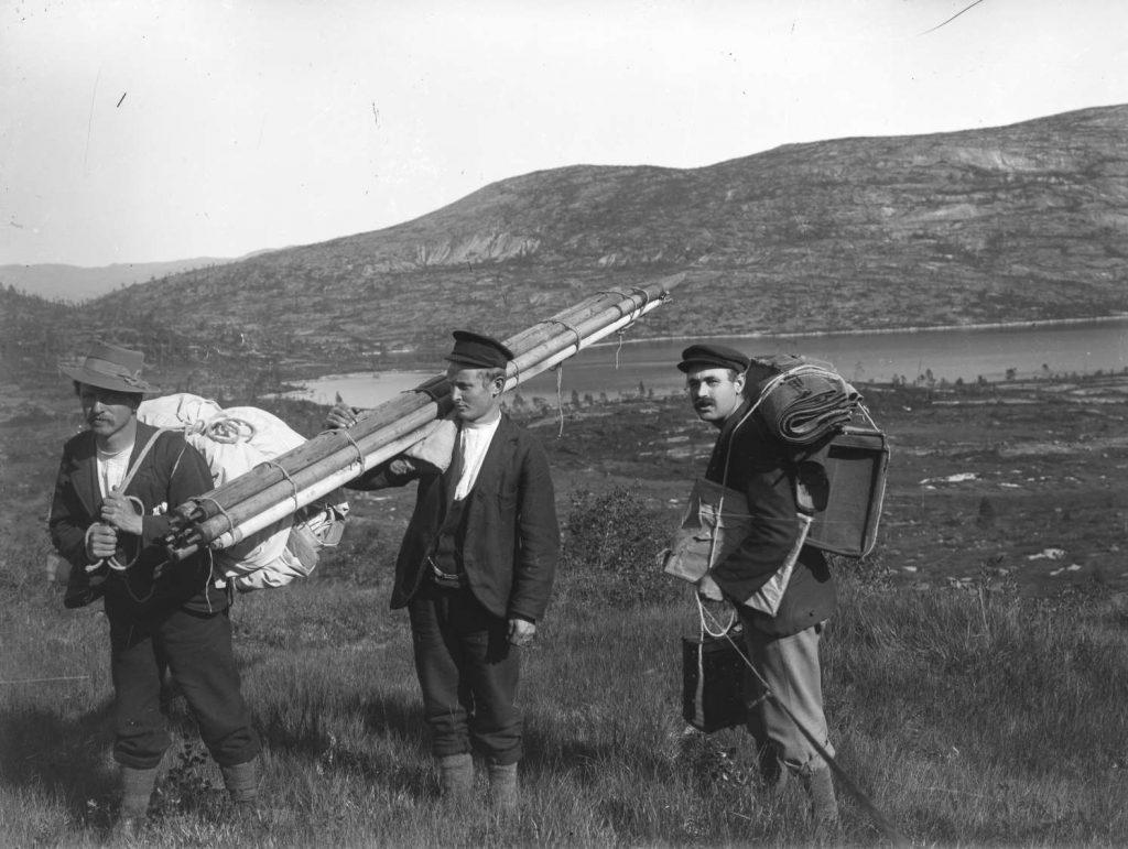 Gustav Norberg med sitt fotoatelier mellom Gjøvdal og Fyresdal 1910