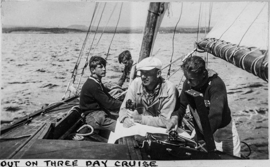 På en tre dags seilas under Sørlandets Sommerleir i Lillesand på 1930-tallet
