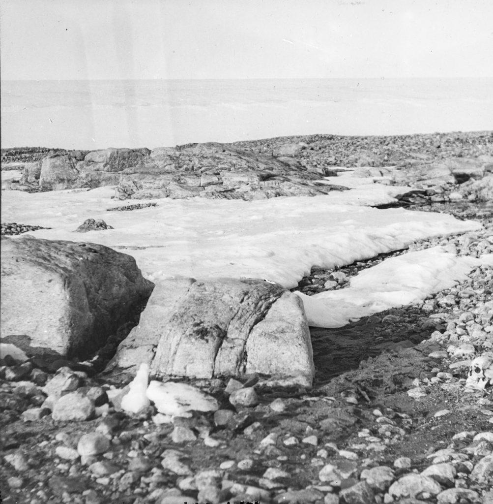 Graven til Nils Strindberg. Funnet på Kvitøya 1930. Foto: Trolig Adolf Sørensen