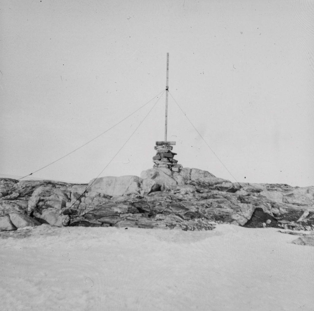 Varde laget av mannskapet fra M/S Bratvaag i 1930. Foto: Trolig Adolf Sørensen