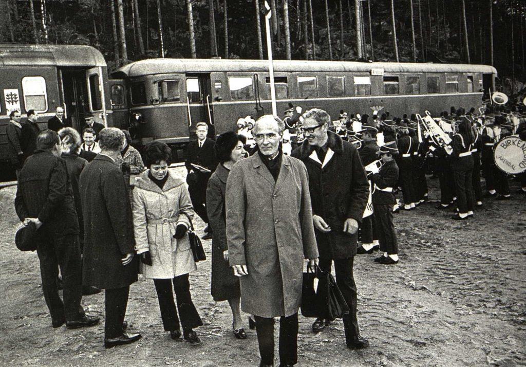 Statsminster Trygve Bratteli ankommer Simonstad 26.10.1971