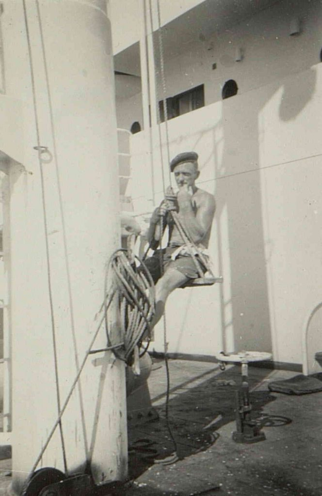 "Thor Ravnaasen i båtsmannsstolen på M/T ""Vardaas"" 1950"