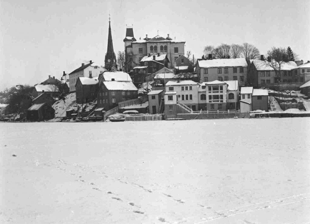 Arendal vinteren 1940. Foto: Leif Ødegaard