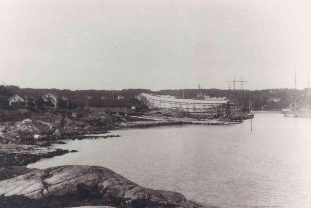 """Bark """"Elieser"""" under bygging på Fevik 1893/1894"""