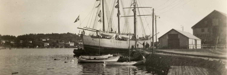 Polarskuta Fram ved Torskeholmen i Grimstad 29.09.1930