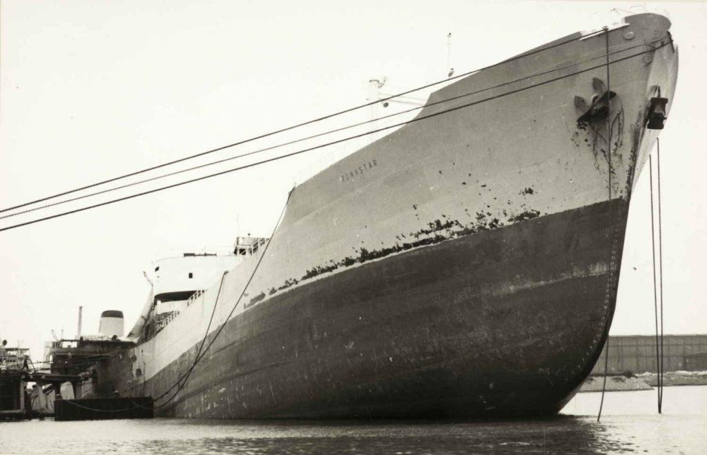 """Forskipet på M/T """"Ronastar"""" etter eksplosjonen i 1965"""