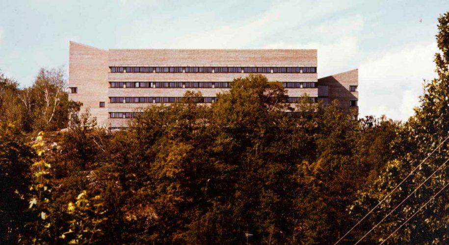 Fylkeshuset på Fløyheia i Arendal 1977