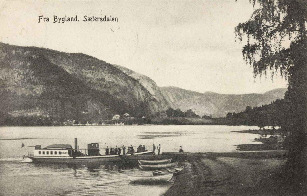 Parti av Byglandsfjord, rutebåt ved kai