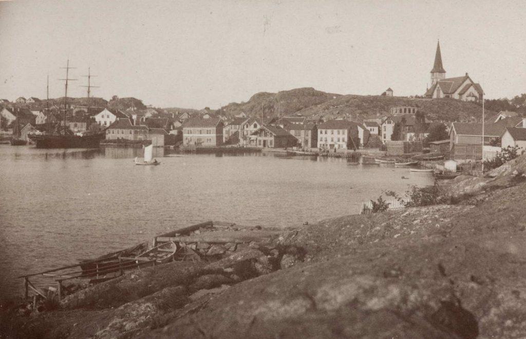 Grimstad by rundt 1882. Foto: Carl Adolf Hoff