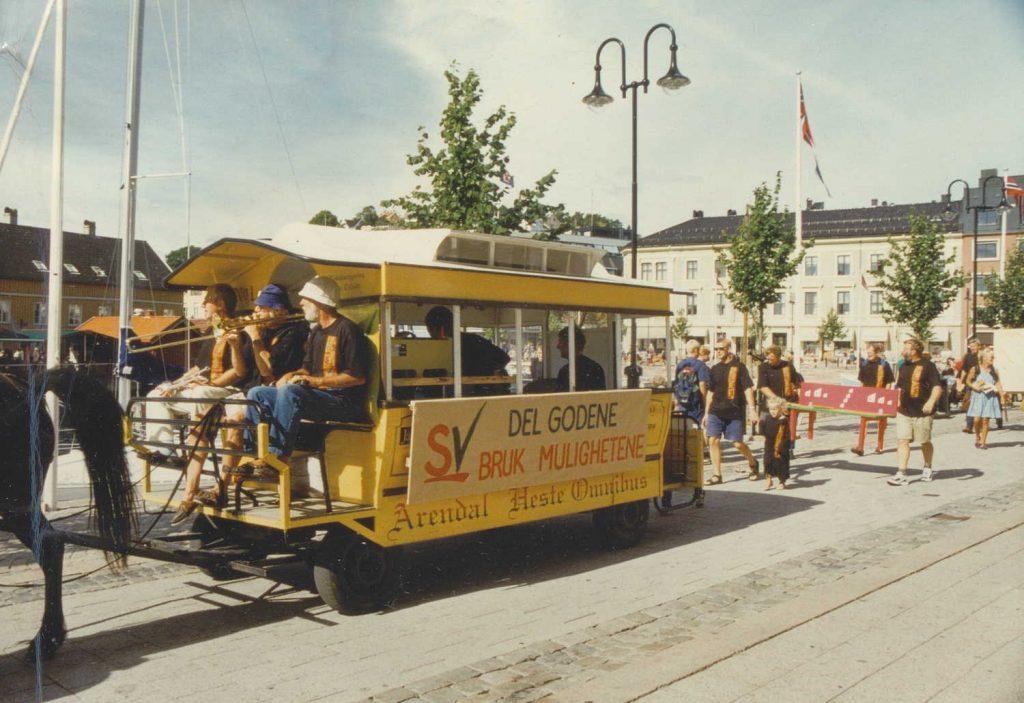 SV med hest og kjerre under valgkampåpningen i Arendal 23.08.1997